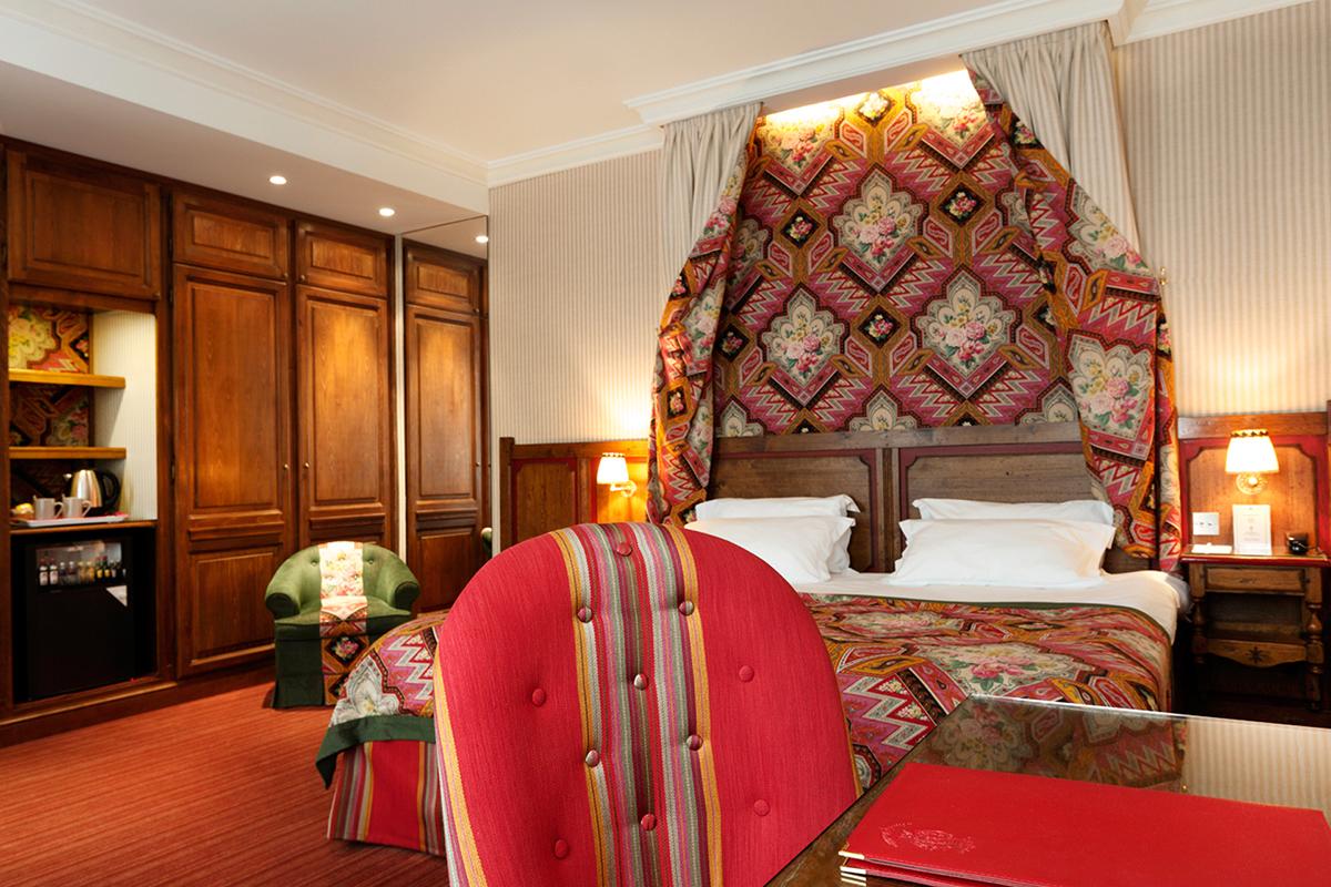 Chambre deluxe h tel au manoir st germain des pr s for Chambre hotel reservation