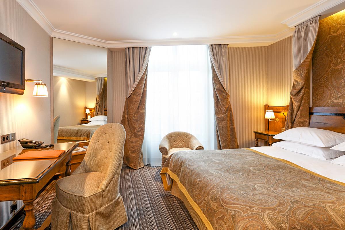 Rooms hotel au manoir st germain des pr s official for Site de booking hotel